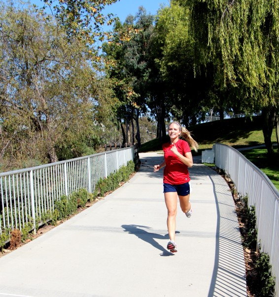 LA Fitness Member Nikki runs outside for her cardio on a sunny day