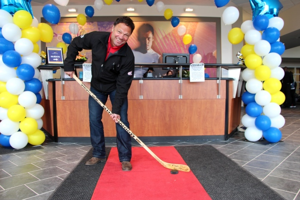 Dino Ciccarelli at the London Ontario LA Fitness Grand opening
