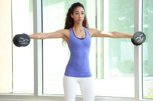 Devan-performing-lateral-shoulder-raise-2