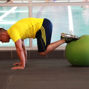 reverse crunch on stability ball at la fitness (1)