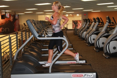Run on the treadmill to lose weight this summer at LA Fitness