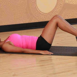 Cynthia-performing-medicine-ball-butt-lift-at-LA-Fitness