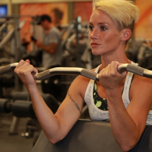 preacher curls with curl bar at LA Fitness (2)