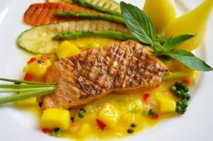 LA-Fitness-Blog-Nutrition-Tips-Fish-Mango-Salsa-Asparagus